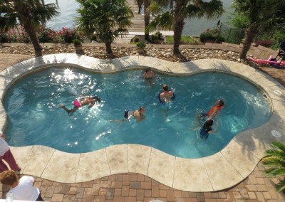 summer-retreat-kids-at-the-pool